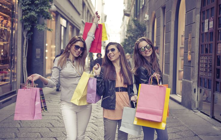 Главные места для шоппинга в Милане в период распродаж и скидок: Галерея Витторио- Эммануэле II, аутлет Serravalle Scrivia и другие дисконтные магазины.