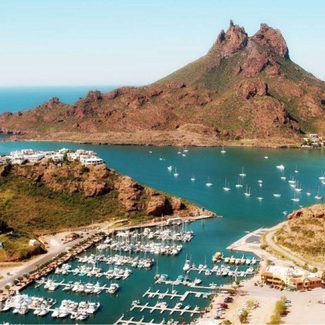 Cerro del Tetakawi, Marina Real. San Carlos Sonora, México. Playas del Mar de Cortez.