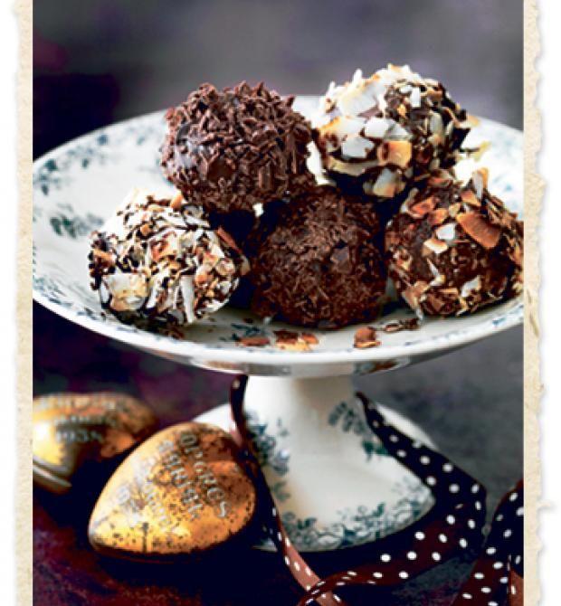 Romkugler med chokolade- eller mandelknas