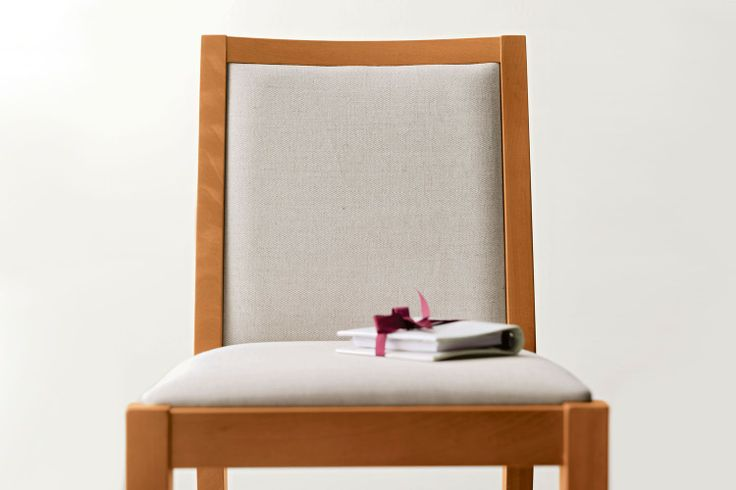 Sedia in legno con schienale imbottito Beta - dettaglio seduta rivestita in tessuto color corda   Napol.it