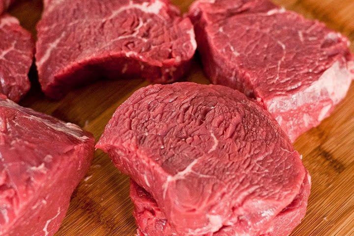 Рецепты блюд из мяса от телеканала «Кухня ТВ»: [b]Как определить готовность стейка:[/b]    В мясо, которое готовится на гриле, сковороде или в духовке, можно потыкать пальцем