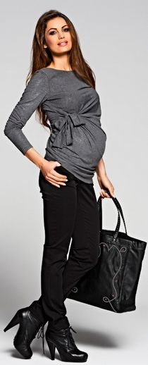 An interesting maternity top with a fancy gathering and tying at the side which also allows adjustment. It is very comfortable due to the intriguing, glittering jersey it is made of.