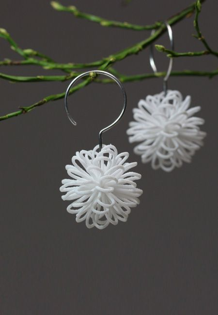 Unique design earrings. White dangle and drop earrings made of 3d printed nylon with sterling silver hook. They are very light and pleasant to wear. #whiteearrings #jewelrydesign #unseretsy #etsyde #ohrringe #ohranhänger