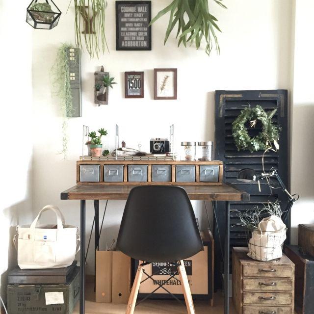 akiさんの、My Desk,DIY,古道具,木箱,ワークデスク,フェイクグリーン,リース,賃貸,鉄脚,いなざうるす屋さん,ヴォレー,古材風ペイントについての部屋写真
