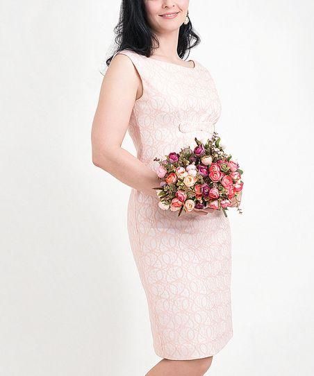 Платье YFS  П004 — Платье трикотажное кружевное, нежного персикового цвета,  прилегающего силуэта, без рукавов. yfs.life