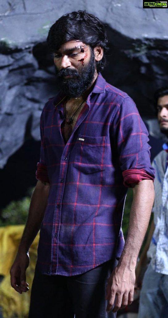 Actor Dhanush 2018 Latest Stills HD Mass From Vada Chennai