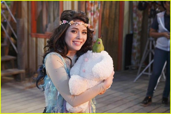 Grace Phipps on Austin and Ally