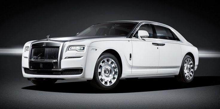Nueva edición limitada del Rolls-Royce Ghost para el mercado chino, 16 unidades que destacan por la combinación de colores blanco y rojo en su interior.