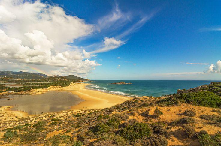La Spiaggia di Su Giudeo – Chia http://www.imperatoreblog.it/2013/07/04/le-spiagge-piu-belle-della-sardegna/ #sugiudeo #chia #sardegna  Scopri con noi la Sardegna: http://www.imperatore.it/scheda_sardegna_tour-sardegna.cfm
