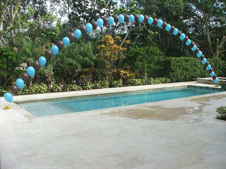 Balloon arch over a swimming pool for Swimming pool decorations outdoor