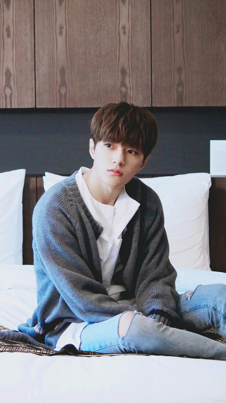 [PIC] 161121 Woollim Naver Update : #인피니트  #INFINITE Hotel Advertisment Photoshoot - #Myungsoo  he looks like kid being alone at home
