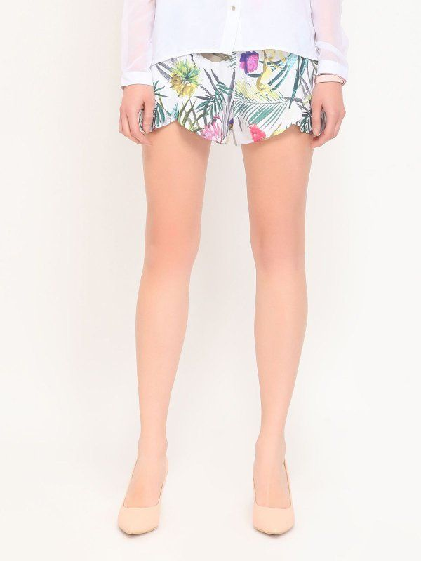 Szorty damskie białe  - szorty -TROLL- TROLL. TSZ0167 Świetna jakość, rewelacyjna cena, modny krój. Idealnie podkreśli atuty Twojej figury. Obejrzyj też inne szorty tej marki.