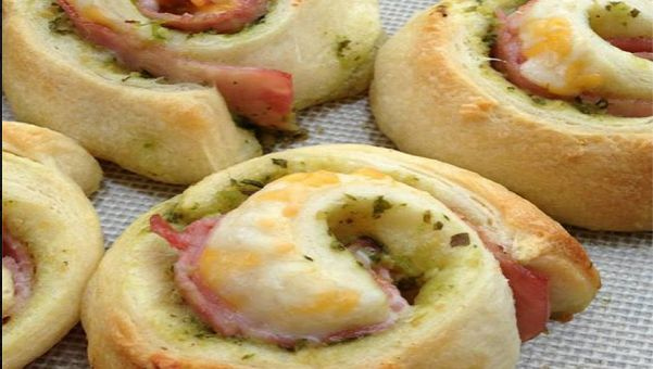 La ricetta delle girelle salate con pancetta, zucchine e formaggio