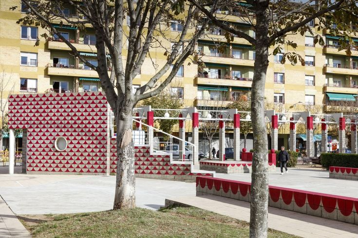 unparelld'arquitectes . Dressing up the Square . Olot  (8)