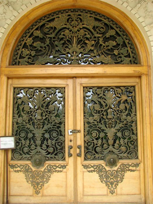 These Doors Open To A Stairway That Leads The Royal Aunce Hall Called Taalaar E Salaam This Is Pla Pinte