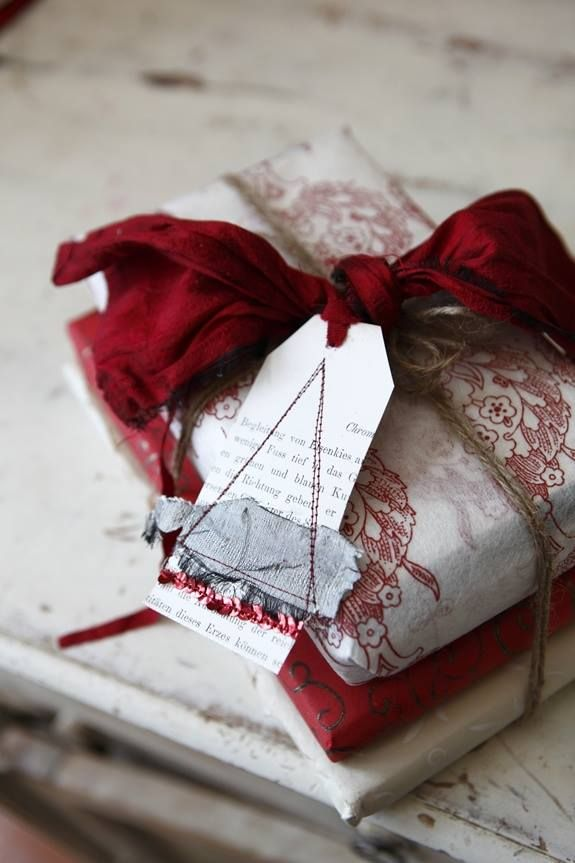 pretty deep rich red love the color combo of this christmas gift wrapa