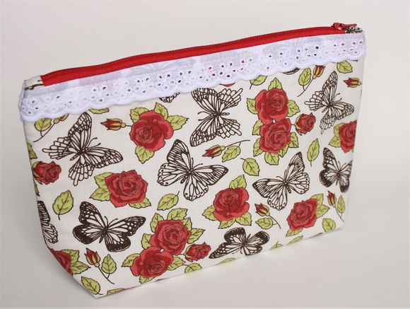 Necessaire em tecido com borboletas