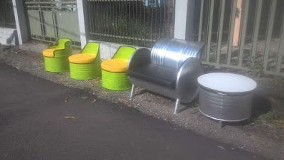 Galeri Umah Tong Siapa sangka barang-barang rongsokan yang ada di sekitar kita ternyata bisa menjadi furniture bernilai seni yang tinggi. Bagi orang-orang kreatif benda bekas pun akan dirubah menjadi suatu hasil seni yang mengagumkan. Termaksuk drum minyak yang sudah tidak terpakai lagi.