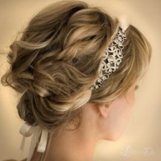 Bohemian style wedding hairdo  Keywords: #weddinghairstyles #jevelweddingplanning Follow Us: www.jevelweddingplanning.com  www.facebook.com/jevelweddingplanning/