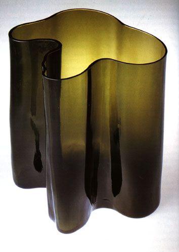 Alvar Aalto; Colored Glass 'Savoy' or 'Eskimoerindens Skinnbuxa' Vase, 1937.