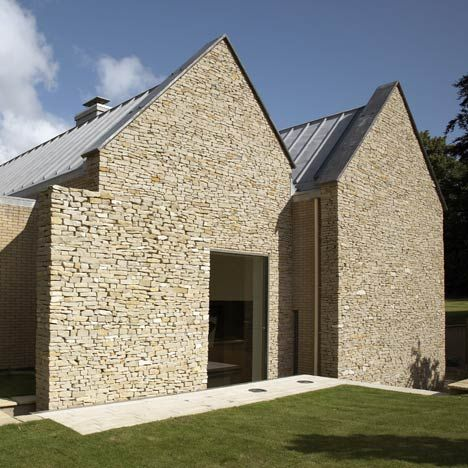 Designed by British architects Baynes & Co, Wickstead Lodge replaces a traditional vernacular house that formerly occupied the site.