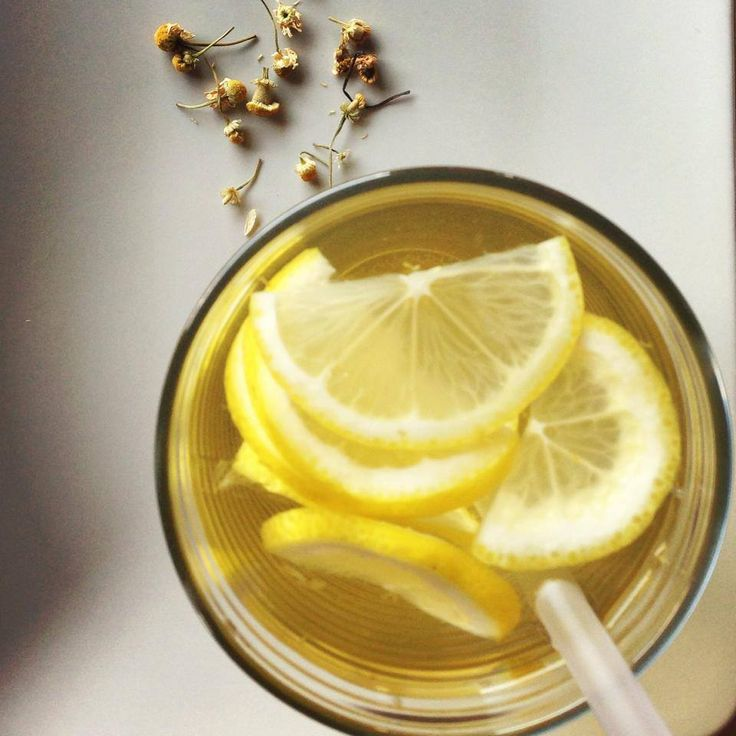 Čerstvý ľadový čaj v kamilkovej verzií