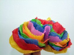 How to make bright and colorful tissue paper flowers. A great #spring #craft or decoration for Mother's Day!