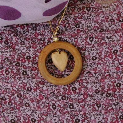 Bijou en bois - Bijou rond de coeur - Vos bricolages basés sur la récup