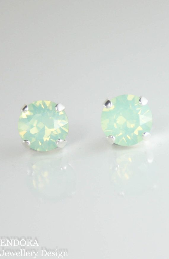 Mint earrings,mint stud earrings,stud earrings,green crystal earrings,swarovski earrings,swarovski stud earrings,mint wedding jewelry,mint