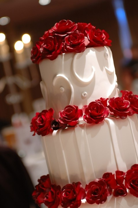 Red Cakes #wedding #cakes