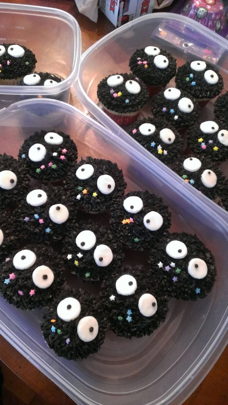 Spirited Away Soot Cupcakes - aaaaaahhhhh!  Someone must make these for my next birthday!  Bc they are awesome. Soot sprite reference pic for anyone that doesn't believe these are from Spirited Away:    http://i.ytimg.com/vi/84oc5mGCWjs/maxresdefault.jpg