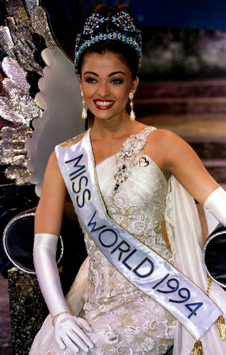 Aishwarya at her crowning moment {Miss World 1994}