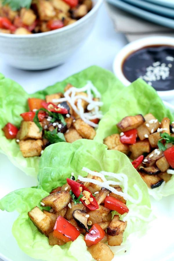Vegan Lettuce Wraps - easy and low-carb lettuce wraps recipe with tofu, mushrooms and veggies. A fun way to eat healthy.