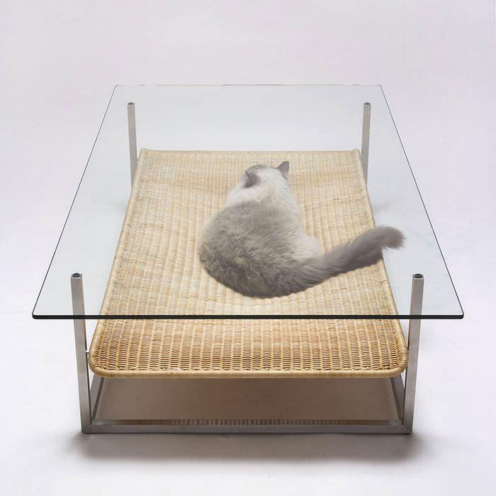 海外ではネコ用のおしゃれなキャットタワーや家具がたくさんあるようです。既成品からハンドメイドまでいろいろあります。その中から面白いものをいくつか。    Image : Bored Panda 変わった形のテーブルと思ったら猫がひょっこり。   Image : Bored Panda ロッキンチェアとしてもカッコイイです。欲しくなります。   Image : Bored Panda テーブルの下に丸く凹んだ猫のくつろぎスペースが。   Image : Etsy ミッドセンチュリーな爪とぎ。スタイリッシュですね。   Image : Neatorama とくかく大きい!大木のような壮大なキャットタワー。   Image : Sweet Lusitania どデカい猫だと思いきや、猫用の小さいベッド。   Image : Corentin Dombrecht 階段上になった本棚。階段があると猫も楽しそう。   Image : Wohnblock 限りなく棚のような気も…   Image : the Refined Feline スタイリッシュなキャットタワー   Image…