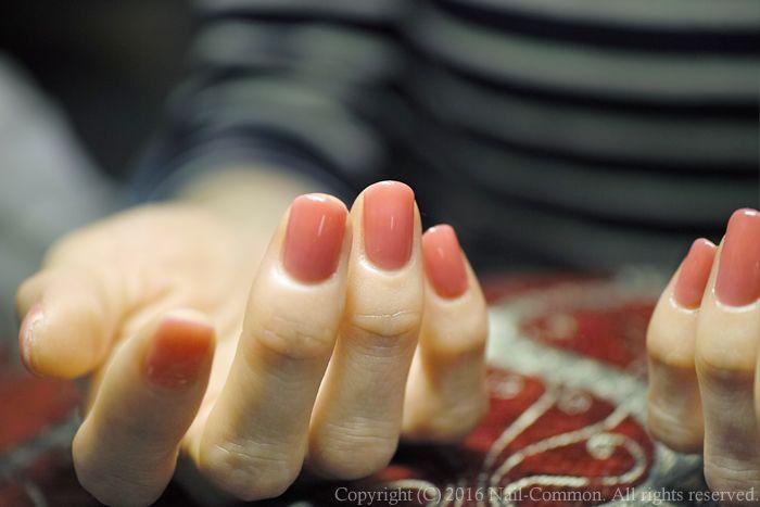 お客様のリクエストにお応えして、調合ワンカラー。とても素敵でしたので、自分の爪にも載せました。青が入っています。なので、わざと「ピンク青」と呼びます。