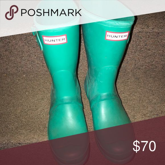 teal green hunter short boots fun green color, a little dirty on the bottom but can easily be wiped off. Hunter Boots Shoes Winter & Rain Boots