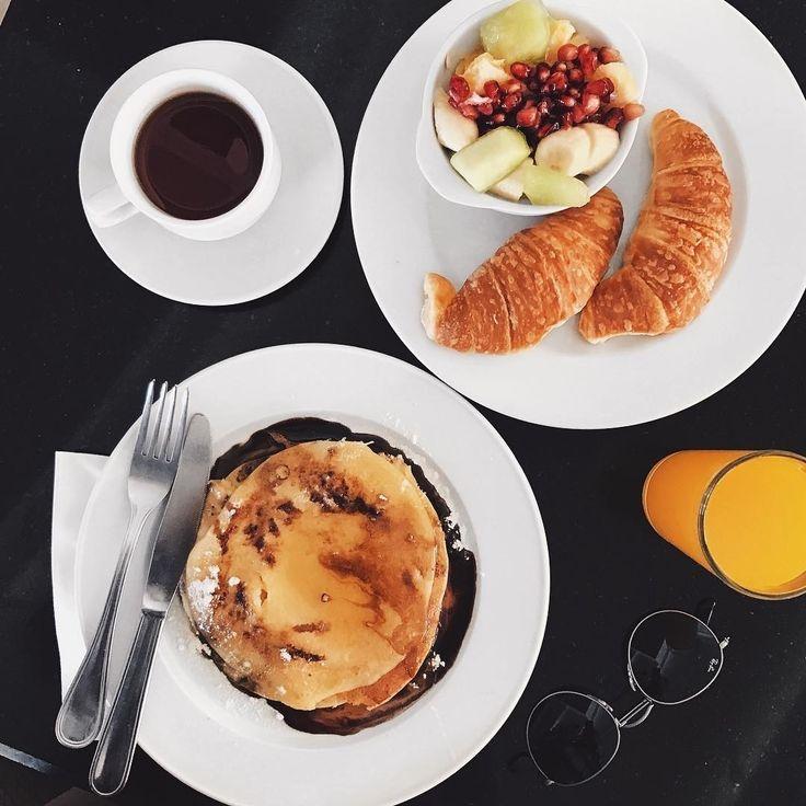 """1,711 Likes, 12 Comments - ELLE Brasil (@ellebrasil) on Instagram: """"O sábado merece um café da manhã reforçado, não? #regram @fashionagony"""""""