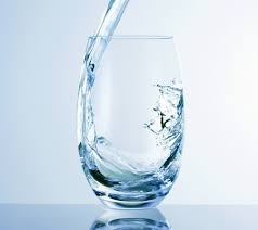 #tip97 Tonic drinken mag, maar beperk je tot 1 glas per dag. Kinine kan weeën opwekken. Water is nog steeds het ideale drankje.
