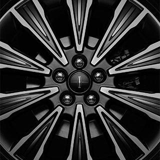 Modern Heritage – 19-inch premium dark stain aluminum multi finish wheel / Lincoln Black Label