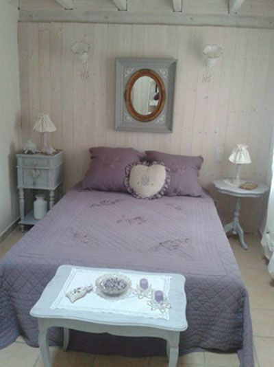 chambre romantique mauve en lambris blanchis slaapkamer pinterest mauve photos and deco. Black Bedroom Furniture Sets. Home Design Ideas