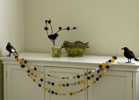 homework: Celebrations: halloween {crow garland}: Halloween Decor, Crows Hold, Dollar Stores, The Crows, Christmas Garlands, Halloween Garlands, Crows Garlands, Crafts Stores, Paintings Chips