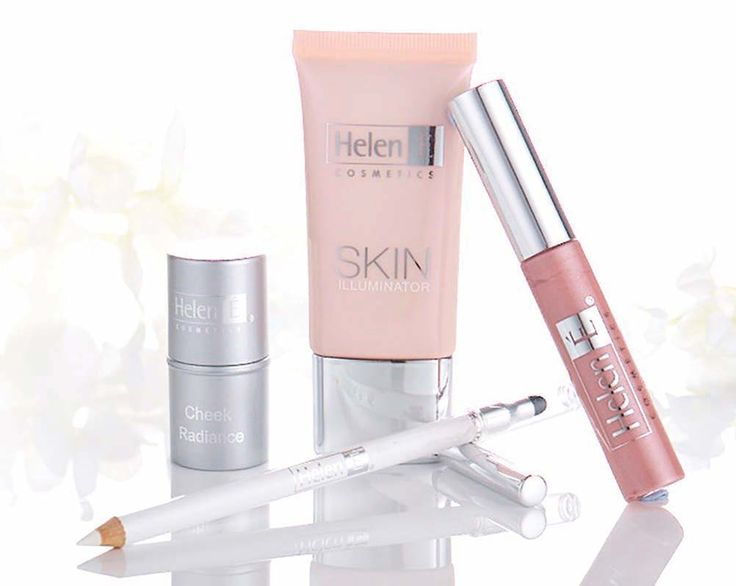 Achieve beautiful, even and radiant skin with this Illumination collection set for face, cheeks, eyes and lips.