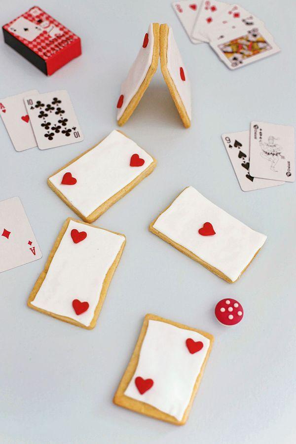 """Mottoparty """"Alice im Wunderland"""": Rezept für Spielkarten Kekse, Foto: © Callwey Verlag"""