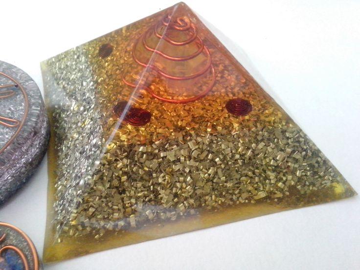 Orgonita Pirámide a escala de Keops Contacto whatsapp: 3174517261 - 3185540081 universo.orgon@gmail.com