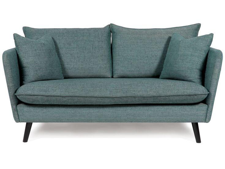 Modern soffmodell i retro stil med riktigt bra sittkomfort. Mjuka härliga sitt- och ryggdynor. Denna modell kännetecknas av en stor sittdyna och smala armstöd för optimal sittyta. Finns även som 3-sits, fåtölj och som hörnsoffa i olika utföranden. Går att få i både tyg och skinn i alla möjliga färger. Prisetavser Pg3tyg. Flera olika färger! I bildens gröna Credo-tyg 10.995:-.