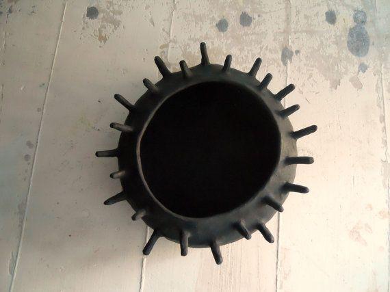 Riccio di mare  black   paper mache  sculpture  di Coccidicarta