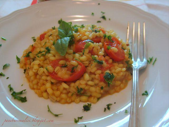 Orzotto con pomodorini e curry alle erbe fresche