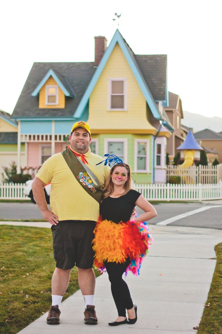 """Disney's """"Up"""" Russell the boyscout and the bird Kevin. Great couple's costume. #halloween #costume #couplescostumes #disneycostume #Pixar #lizdraperphotography"""