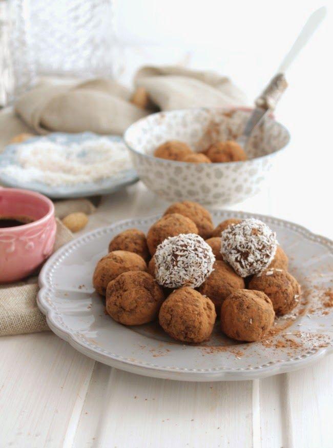 Nem acredito que é saudável!: Bolinhas de figo e cacau (vegan, sem açúcar) . Fig and cocoa bites (vegan, sugar free)
