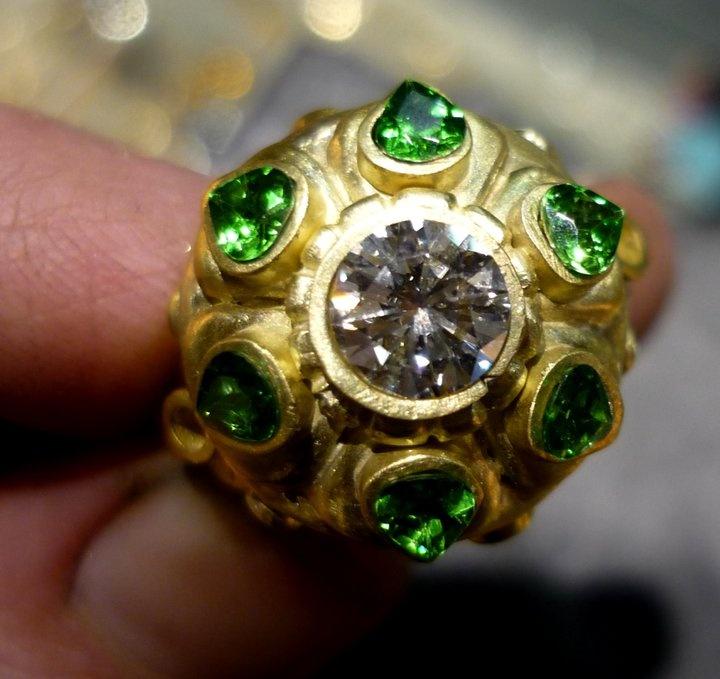Diamond and Tsavorite set in Gold.